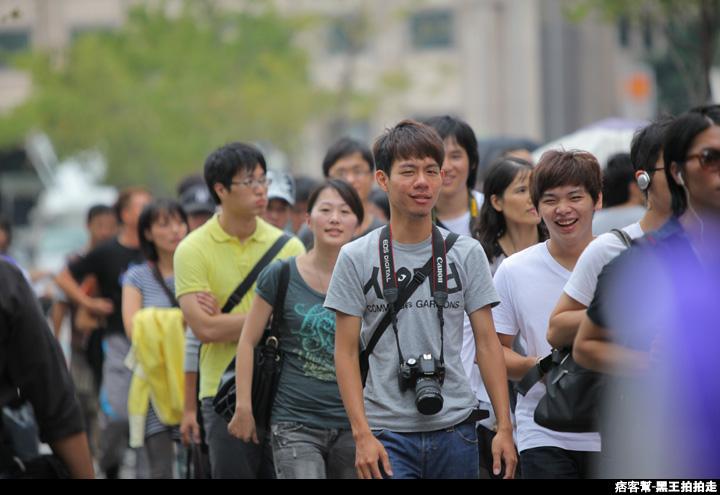 信義區統一阪急百貨開幕、排隊人潮、路人情境、街景、百貨專櫃、購物、週年慶-135.JPG