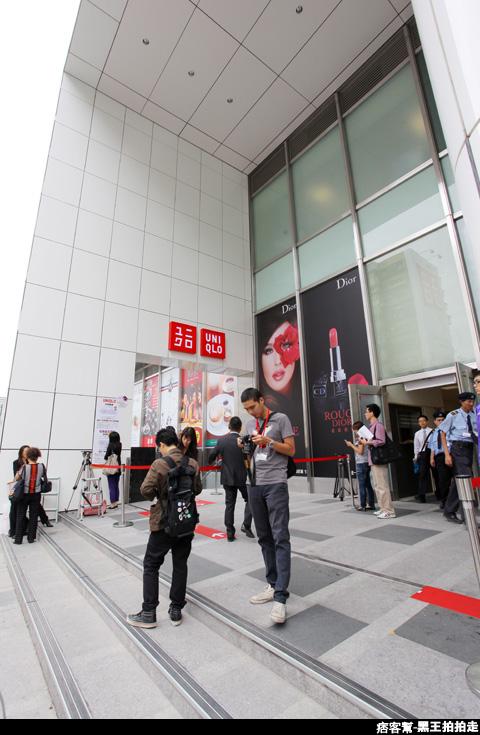 信義區統一阪急百貨開幕、排隊人潮、路人情境、街景、百貨專櫃、購物、週年慶-51.JPG
