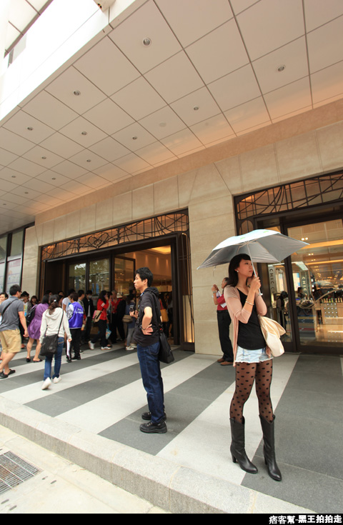 信義區統一阪急百貨開幕、排隊人潮、路人情境、街景、百貨專櫃、購物、週年慶-12.JPG