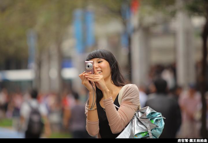 信義區統一阪急百貨開幕、排隊人潮、路人情境、街景、百貨專櫃、購物、週年慶-17.JPG