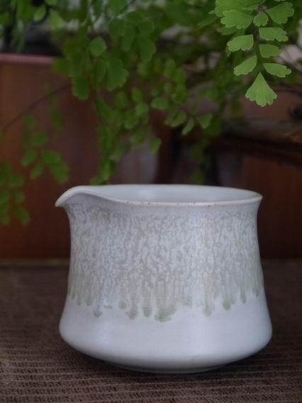 流釉白茶盅-1