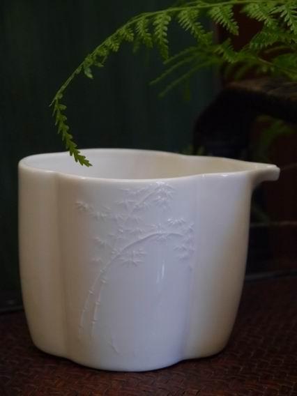 花瓣形浮竹瓷茶盅-1