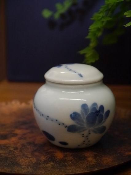 荷花青花小茶罐-5