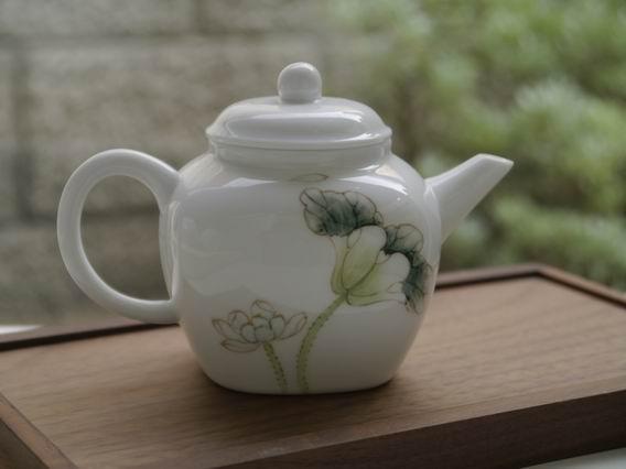 白荷瓷方壺-1