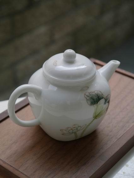 白荷瓷方壺-2