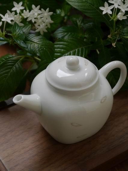 白荷瓷方壺-3