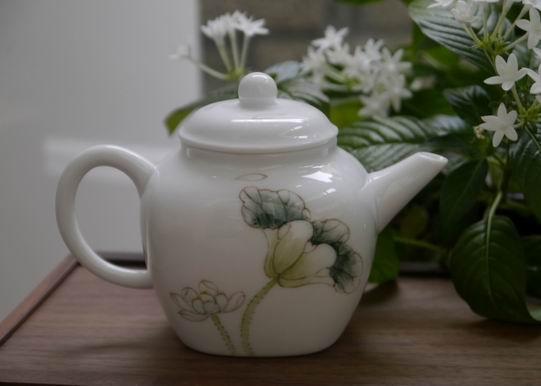 白荷瓷方壺-5