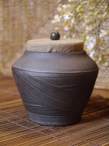 A40布蓋刷紋茶罐-1.JPG