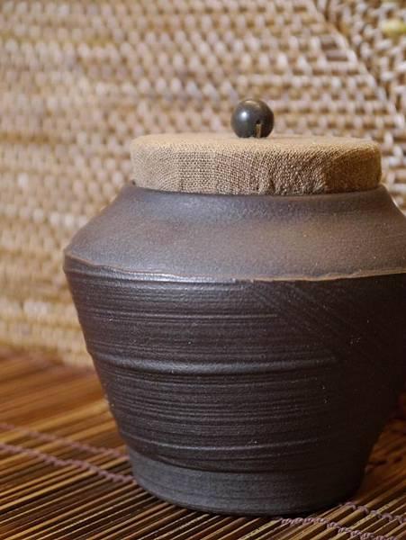 A40布蓋刷紋茶罐-2.JPG