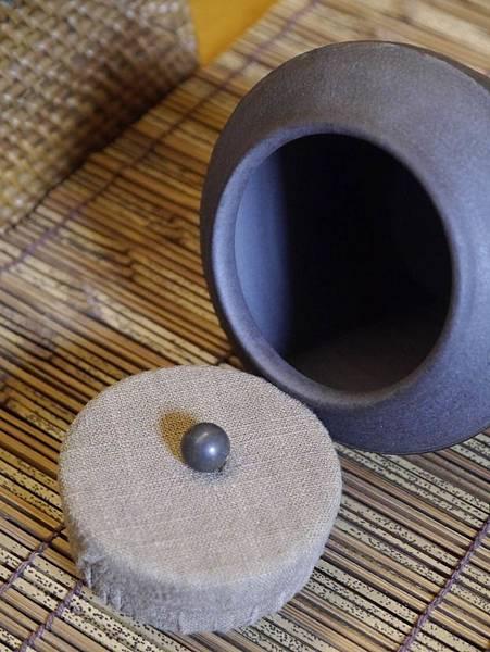 A40布蓋刷紋茶罐-4.JPG