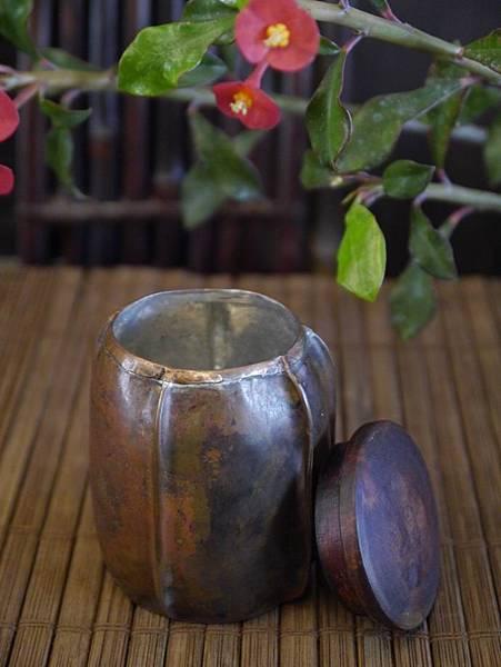 手打銅木蓋小茶罐-2.JPG