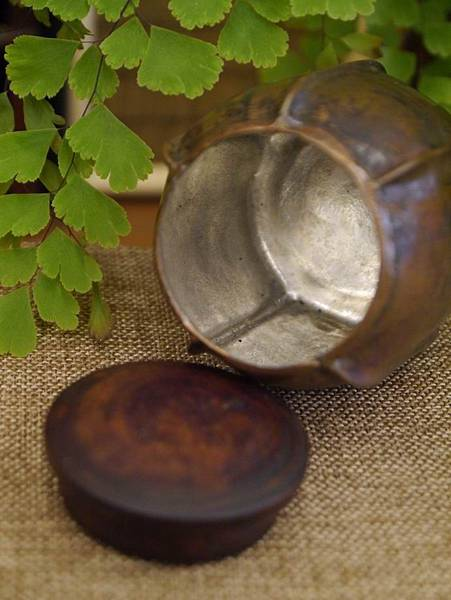 手打銅木蓋小茶罐2-3.JPG