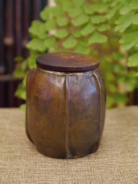手打銅木蓋小茶罐2-1.JPG