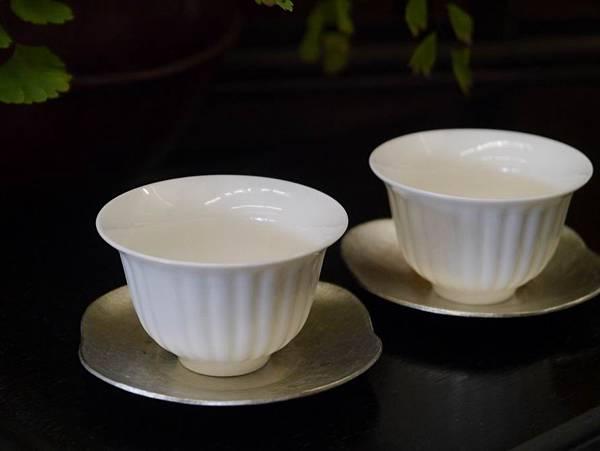 菊瓣瓷杯-1。.JPG