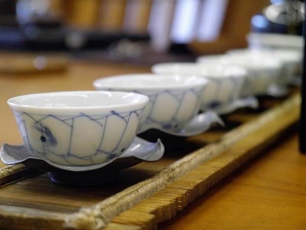 h51日本小瓷杯-2.JPG
