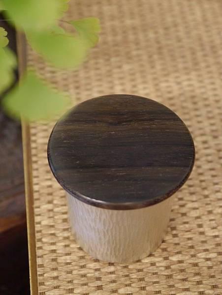 h59日本錫茶罐-3.JPG