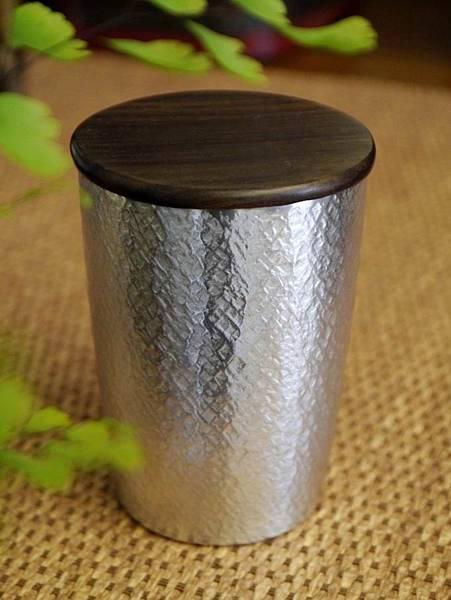 h60日本錫茶罐-1.JPG