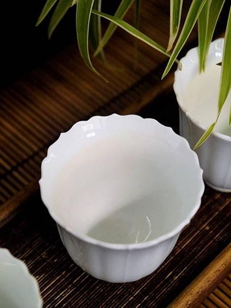 花口瓷杯-3.JPG