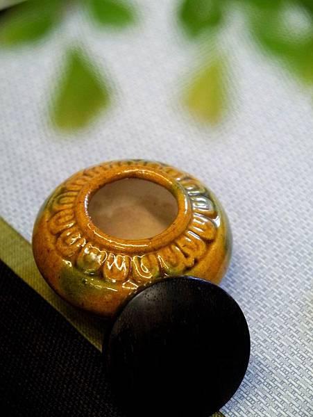 A2黃綠秞木蓋茶罐-3.JPG