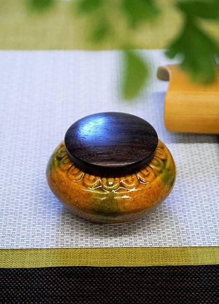 A2黃綠秞木蓋茶罐-2.JPG