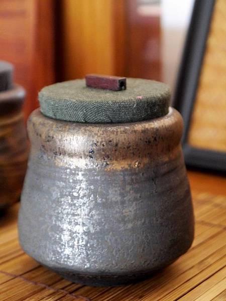 墨金布蓋茶罐-2.JPG