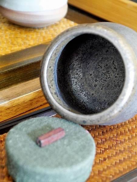 墨金布蓋茶罐-4.JPG