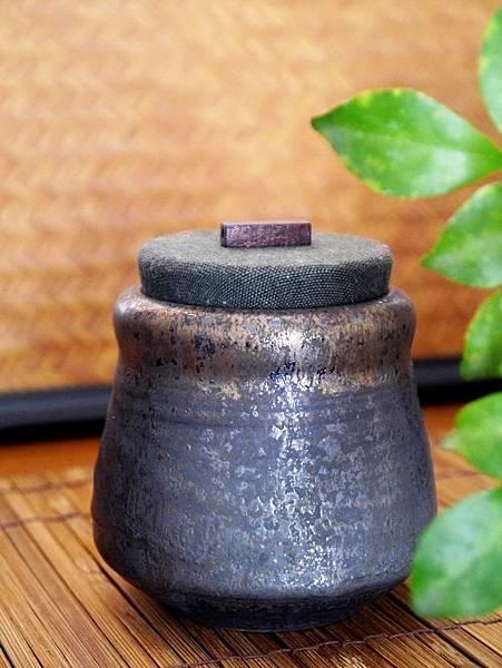 墨金布蓋茶罐-1.JPG