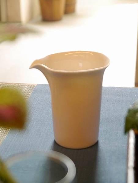 四方口瓷茶盅-1.JPG