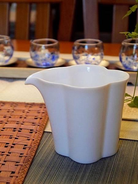 花辨形瓷茶盅-3.JPG