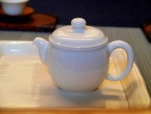 寬口瓷壺-1.JPG