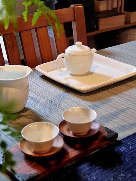 寬口瓷壺-2.JPG
