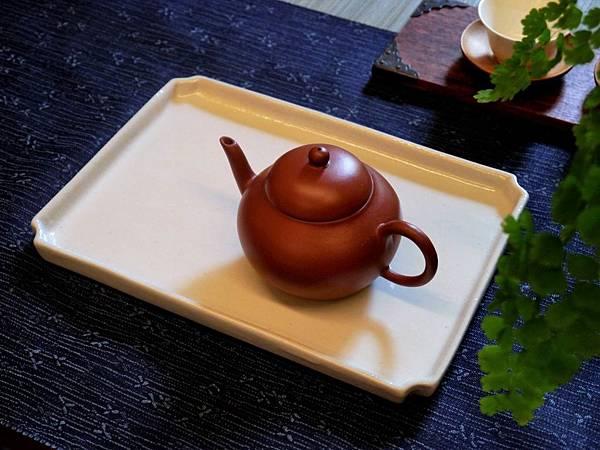 Q74瓷白四方壺承-2.JPG