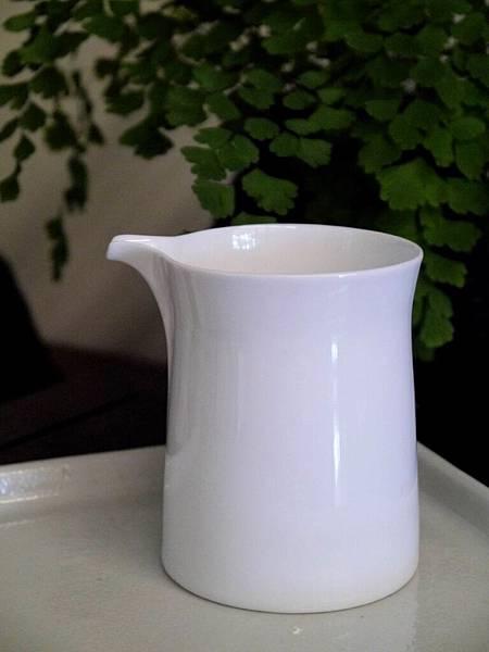 Q68白瓷茶盅-3.JPG