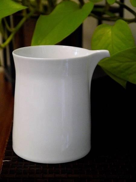 Q68白瓷茶盅-5。.JPG