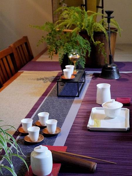 灰花紋紫色茶巾-6.JPG