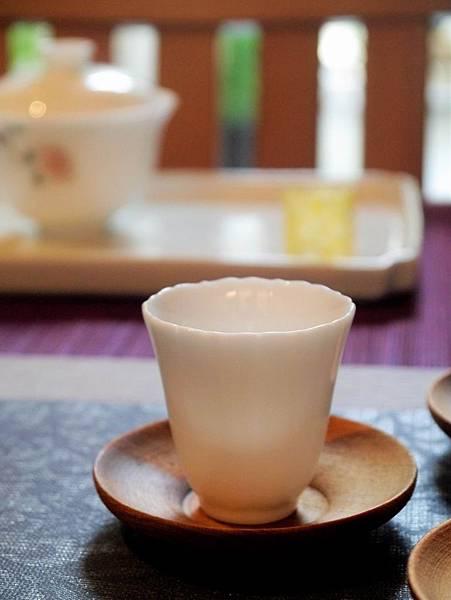 Q75花口小瓷杯-4.JPG