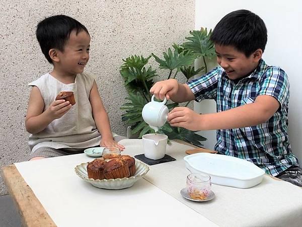 b11瓷白水滴形茶盅-5.jpg
