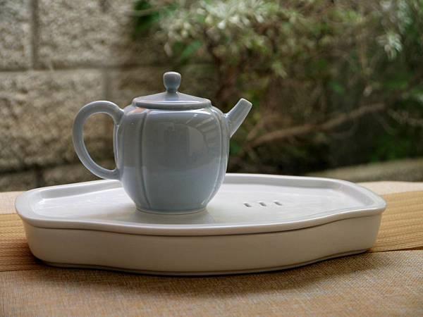 X14淡藍釉色瓷壺-1.JPG