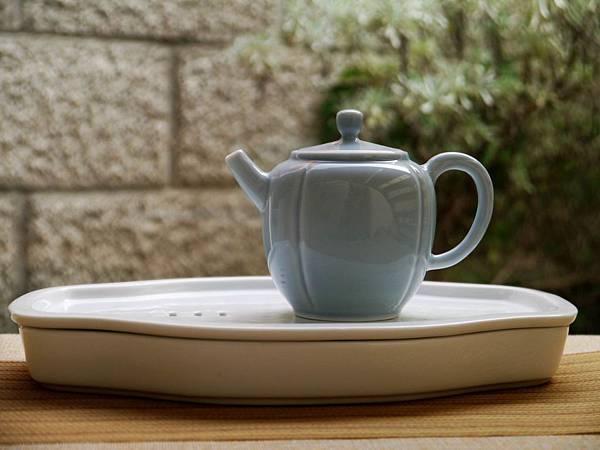 X14淡藍釉色瓷壺-5.JPG