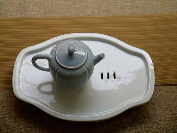 X14淡藍釉色瓷壺-3.JPG