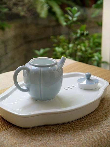 X14淡藍釉色瓷壺-4.JPG
