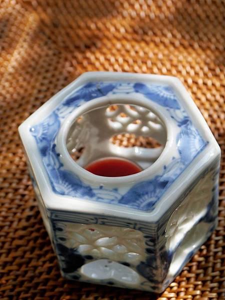 W2日本老青花燭台-2.JPG