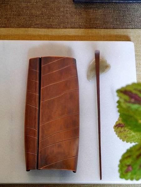 m8葉脈紅銅手打茶則-1.JPG