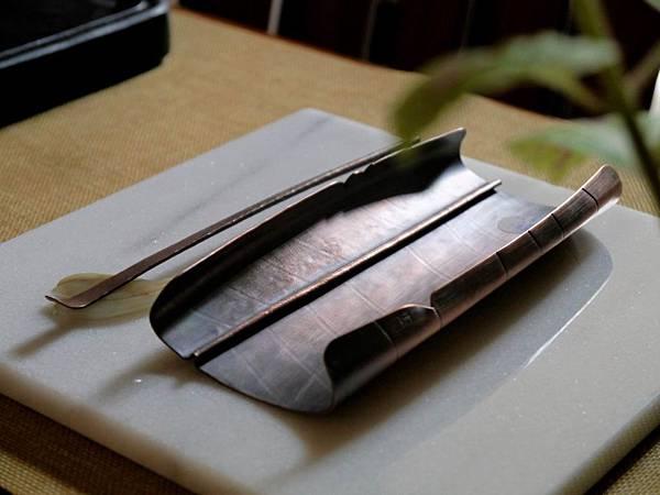 m8葉脈紅銅手打茶則-4.JPG