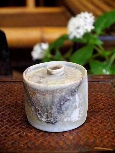 e20-3白瓷柴燒小茶罐-1.JPG