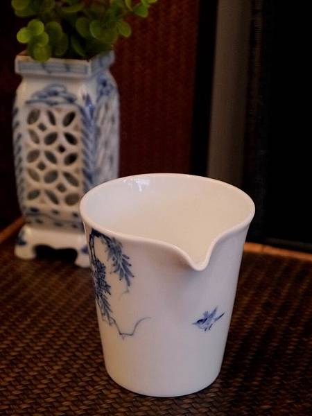 X28-1青花瓷茶盅-3.JPG