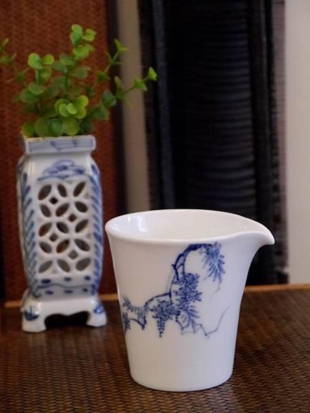 X28-1青花瓷茶盅-1.JPG