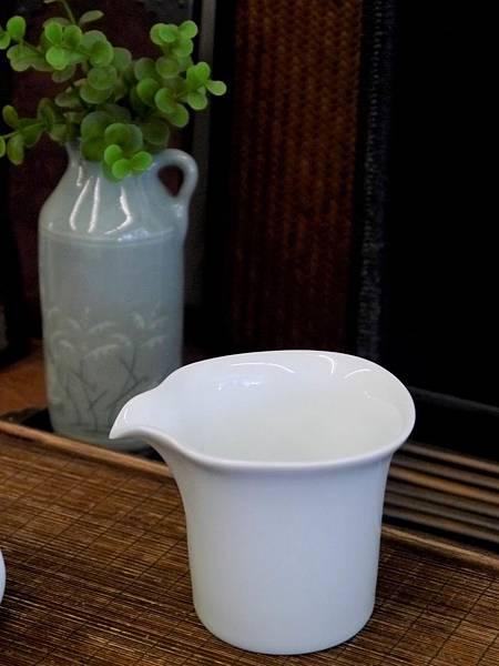 四方口小瓷茶盅-4.JPG