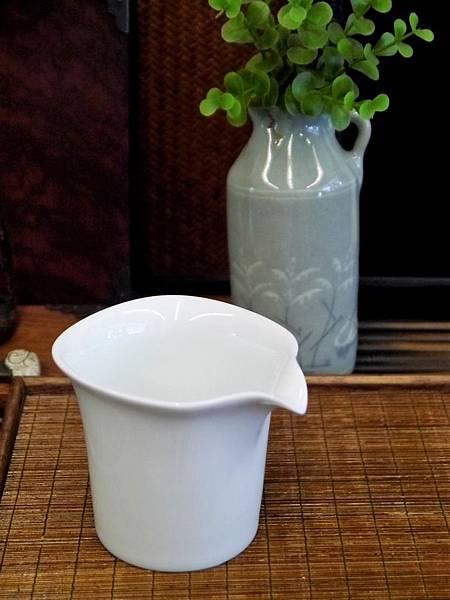四方口小瓷茶盅-2.JPG