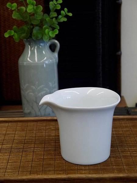 四方口小瓷茶盅-1.JPG